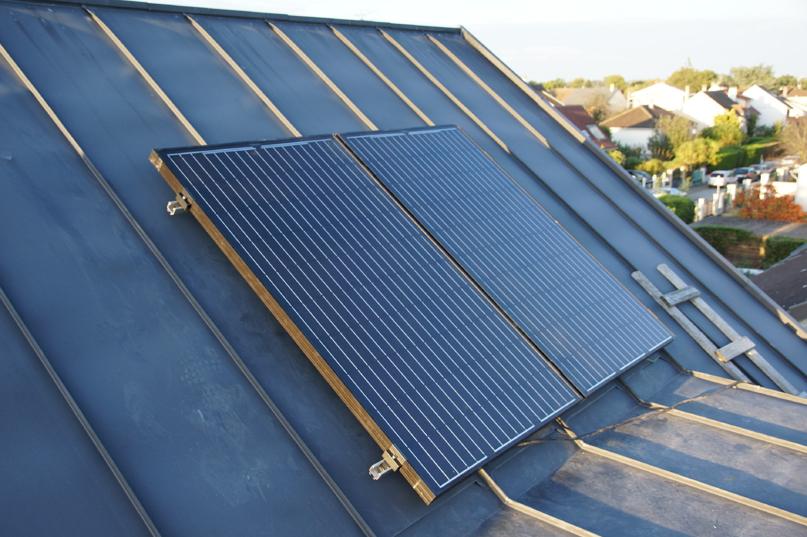 fixation panneau solaire toiture de panneau solaire lyon with fixation panneau solaire toiture. Black Bedroom Furniture Sets. Home Design Ideas